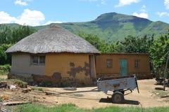 Casa tradicional en Lesotho Imagen de archivo libre de regalías