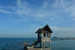 Casa tradicional na ilha Indonésia de Batam da praia Imagens de Stock
