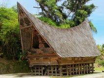 Casa tradizionale di Batak sull'isola di Samosir, Sumatra, Indonesia Fotografia Stock Libera da Diritti