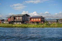 Casa tradizionale e giardino di galleggiamento sul lago Inle, myanmar Immagine Stock Libera da Diritti