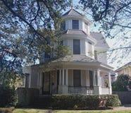 Casa a tre livelli di New Orleans con la torre Fotografie Stock