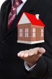 Casa tridimensional em uma mão Foto de Stock Royalty Free