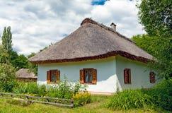 Casa ucraniana tradicional de la aldea Imagen de archivo libre de regalías