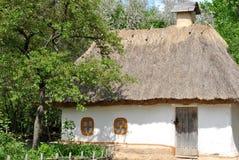 Casa ucraniana tradicional vieja Foto de archivo libre de regalías