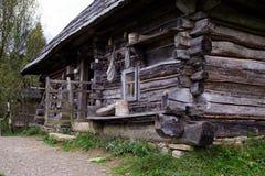 Casa ucraniana vieja fuera de la visión Imagen de archivo