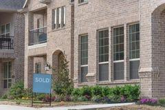 A casa unifamiliar destacada recentemente construída vendeu para fora em América Fotografia de Stock