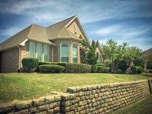 Casa unifamiliar elevado em Irving, Texas, EUA imagens de stock royalty free