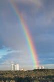 Casa urbana bajo el arco iris Imagen de archivo