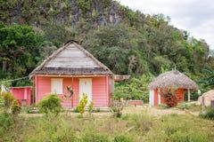 Casa variopinta nella montagna vicino a Vinales Immagine Stock Libera da Diritti