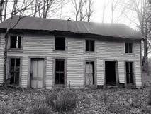 Casa velha assustador da exploração agrícola Fotos de Stock
