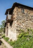 Casa velha com obturadores brancos Fotografia de Stock