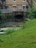 Casa velha com ponte velha fotografia de stock