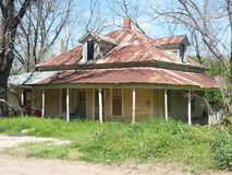 Casa velha com um telhado da lata Fotografia de Stock
