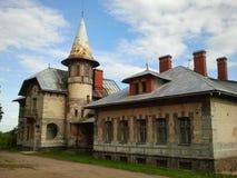 Casa velha com uma torre imagem de stock royalty free