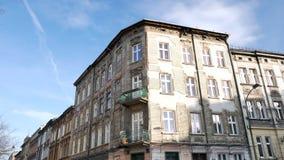 Casa velha da meados de-elevação no distrito de Kazimierz - inclinação filme
