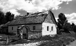 Casa velha da vila fotografia de stock