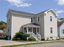 Casa velha da vizinhança Imagens de Stock Royalty Free