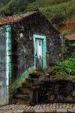 Casa velha dos fazendeiros nos Açores imagens de stock