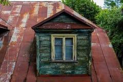 Casa velha em Talsi, Letónia, opinião da rua Foto de Stock