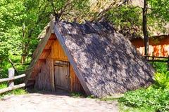 Casa velha na vila de Ucrânia foto de stock