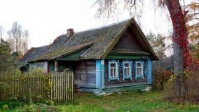 Casa velha na vila, fotografada na região de Moscou Foto de Stock