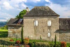 Casa velha no La Pigeonnie, Brive-La-Gaillarde, Correze, Limousin, França fotos de stock royalty free