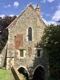 Casa velha no rio Imagens de Stock Royalty Free