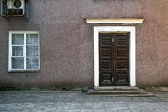 Casa velha, parede com a porta velha do grunge, textura Foto de Stock