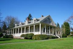 Casa velha restaurada. Imagens de Stock