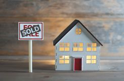 Casa vendida fotos de stock