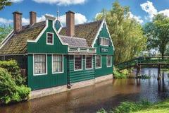 Casa verde característica de Zaans no Zaanse Schans Imagens de Stock Royalty Free