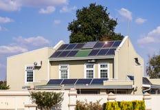 Casa verde de la energía fotos de archivo