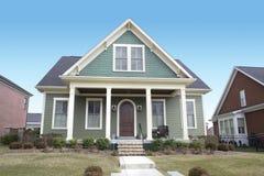 Casa verde del estilo del bacalao de cabo Foto de archivo