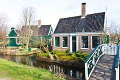 Casa verde do lado do país Fotografia de Stock Royalty Free