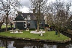 Casa verde do lado do país Foto de Stock Royalty Free