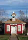 Casa vermelha da escola fotografia de stock royalty free