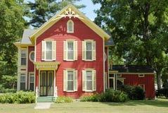 Casa vermelha da exploração agrícola fotos de stock