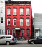 Casa vermelha em Greenpoint Fotografia de Stock
