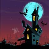 Casa vieja asustadiza del fantasma Cardposter de Halloween Ilustración del vector imagenes de archivo