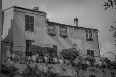 Casa vieja blanco y negro Imágenes de archivo libres de regalías