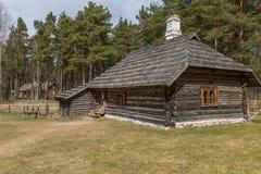 Casa vieja con un tejado cubierto con paja Imagen de archivo