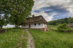 Casa vieja de campesinos en el museo Pirogovo fotos de archivo libres de regalías