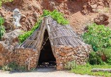 Casa vieja de homo sapiens de la Edad de Piedra Fotografía de archivo