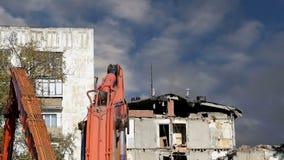 Casa vieja de la demolición Moscú, Rusia almacen de video