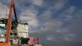 Casa vieja de la demolición Moscú, Rusia almacen de metraje de vídeo