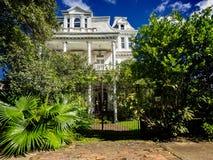Casa vieja 1 del abandono en St Charles Ave New Orleans Imágenes de archivo libres de regalías