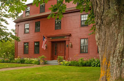 Casa vieja del Colonial de Nueva Inglaterra Foto de archivo libre de regalías