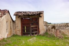 Casa vieja deteriorada Foto de archivo libre de regalías