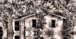 Casa vieja en agua de inundación Imagen de archivo libre de regalías