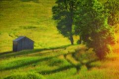 Casa vieja en el prado Imagenes de archivo